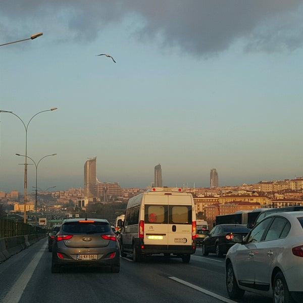Photo taken at E-5 Göztepe Köprüsü by R@fet A. on 1/2/2017