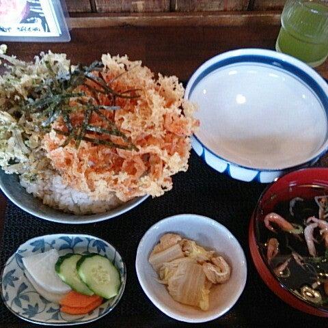 Photo taken at 食堂さくら屋 by Ryosuke S. on 6/12/2014