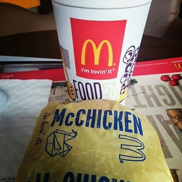 Photo taken at McDonald's (แมคโดนัลด์) by Sasima K. on 2/19/2015