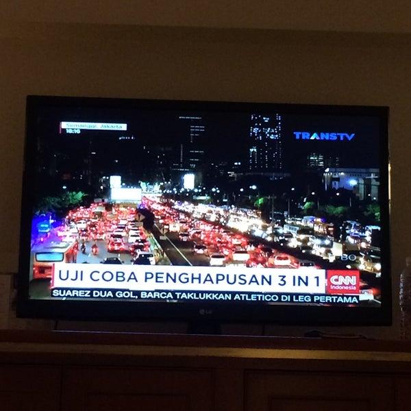 Photo taken at Sari Pan Pacific Jakarta by Lando Ahmad on 4/6/2016