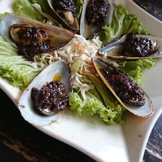Photo taken at Soul Thai Restaurant by Nur L. on 9/30/2014
