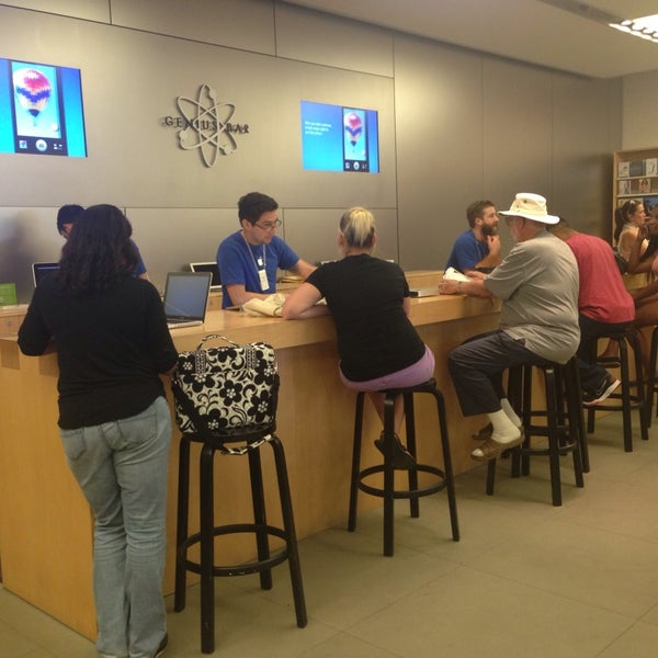 Photo taken at Apple Store, La Cantera by Jeff W. on 7/24/2013