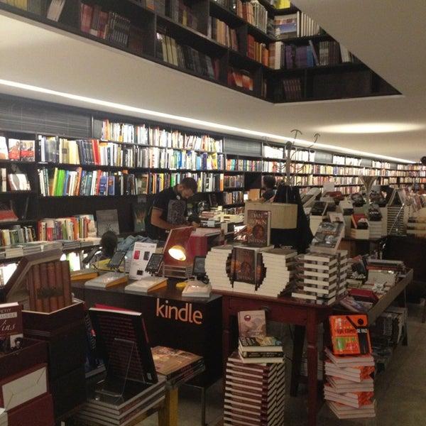 Photo taken at Livraria da Vila by Luiz Alvaro S. on 6/12/2013