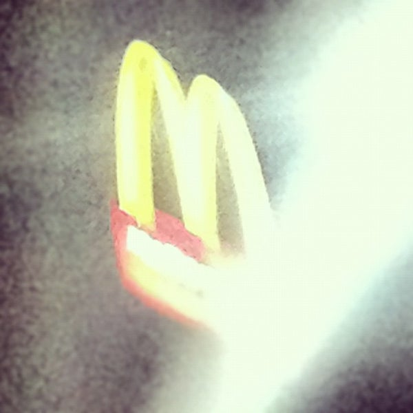 Photo taken at McDonald's by Pablo S. on 12/7/2012