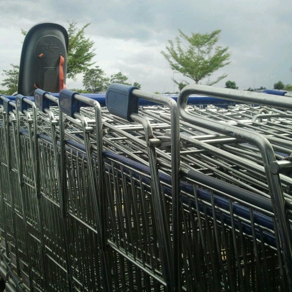 Photo taken at Tesco by Mohd Rasyidi on 2/17/2013