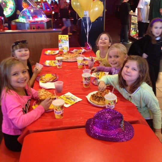 Photo taken at Peter Piper Pizza by Kelly L. on 12/16/2012