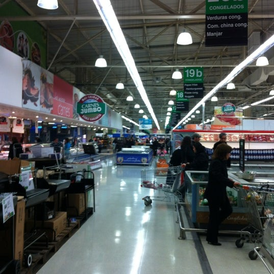 Photo taken at Jumbo by Jorge A. on 9/5/2012