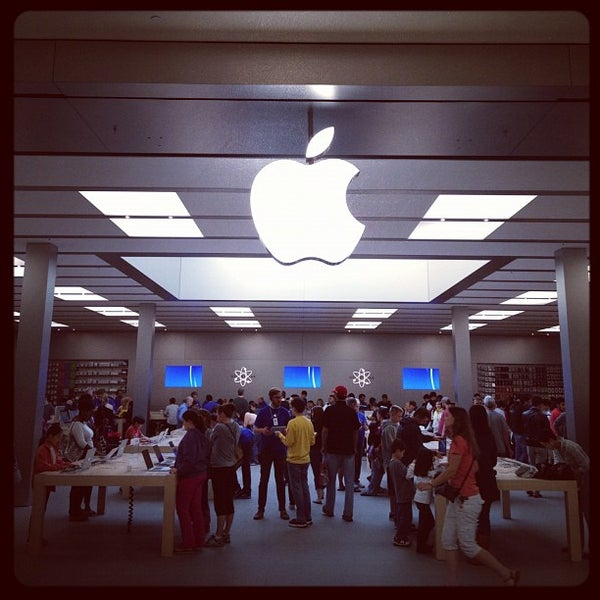 Photo taken at Apple Bellevue Square by Jeff C. on 9/23/2012