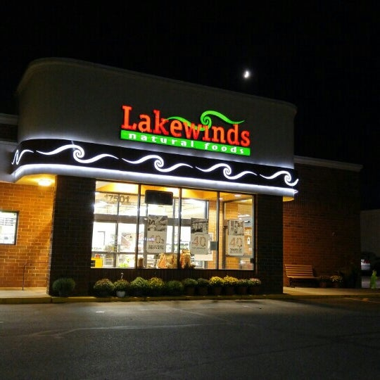 Photo taken at Lakewinds Natural Foods by Ole K. on 9/20/2015