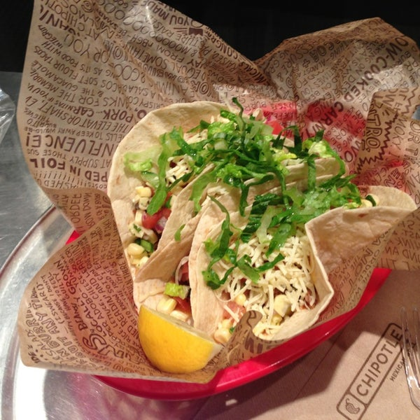 Photo taken at Chipotle Mexican Grill by Mitsu H. on 1/22/2013