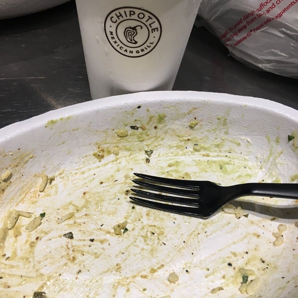 Photo taken at Chipotle Mexican Grill by Cecille Y. on 5/8/2016