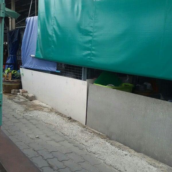 Photo taken at หน้า ม.มหิดล ศาลายา by Tangmo n. on 7/21/2015
