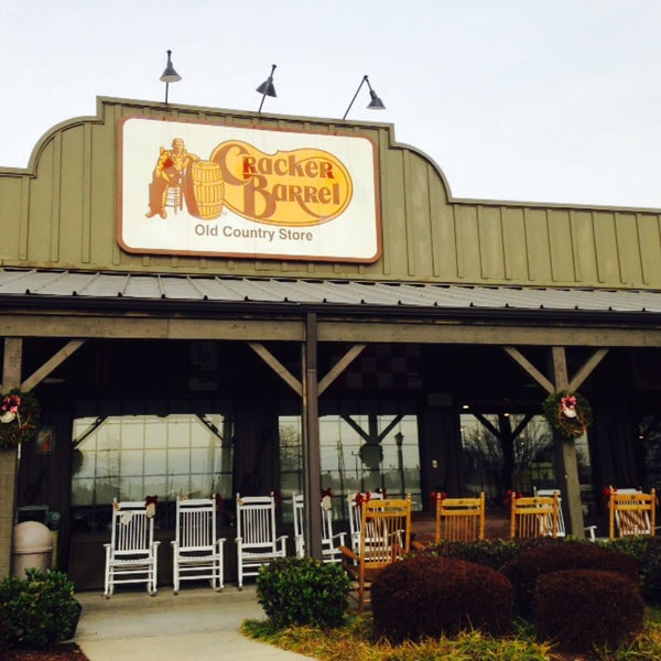 Photo taken at Cracker Barrel Old Country Store by Lisa R. on 12/19/2014