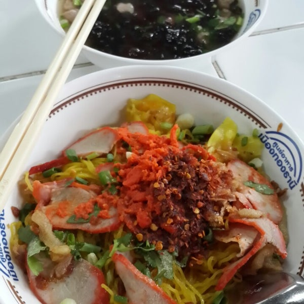 Photo taken at Food Center (ศูนย์อาหารเมืองทองธานี) by Dusit D. on 1/8/2015