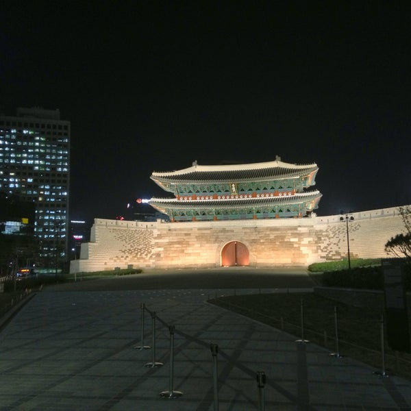 Photo taken at 숭례문 (崇禮門, Sungnyemun) by Simon J. on 5/13/2013
