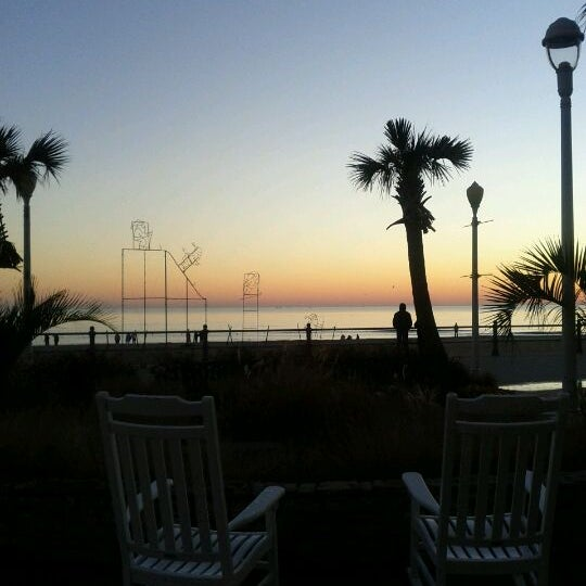 Photo taken at Catch 31 Fish House and Bar by Titus on 1/1/2012
