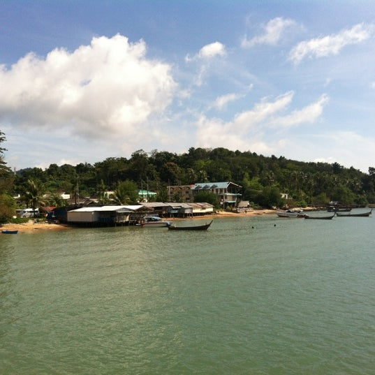 Photo taken at ท่าเรืออ่าวปอ (Ao Por Pier) by Hanns-Michael R. on 7/15/2012