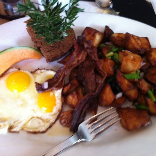 Photo taken at Hash House a Go Go by Sydney V. on 1/3/2012