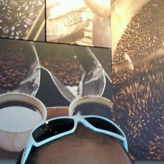 Photo taken at Starbucks by Vivian L. on 8/11/2012