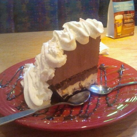 Photo taken at Red Robin Gourmet Burgers by Kat L. on 2/23/2012