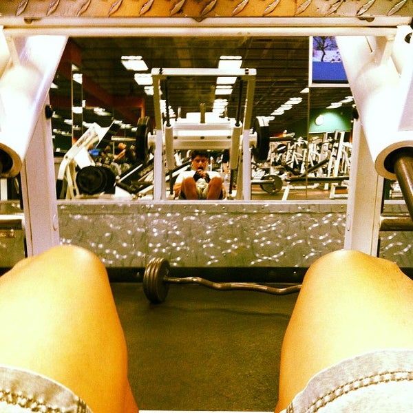 Photo taken at 24 Hour Fitness by Leandro M. on 10/27/2011