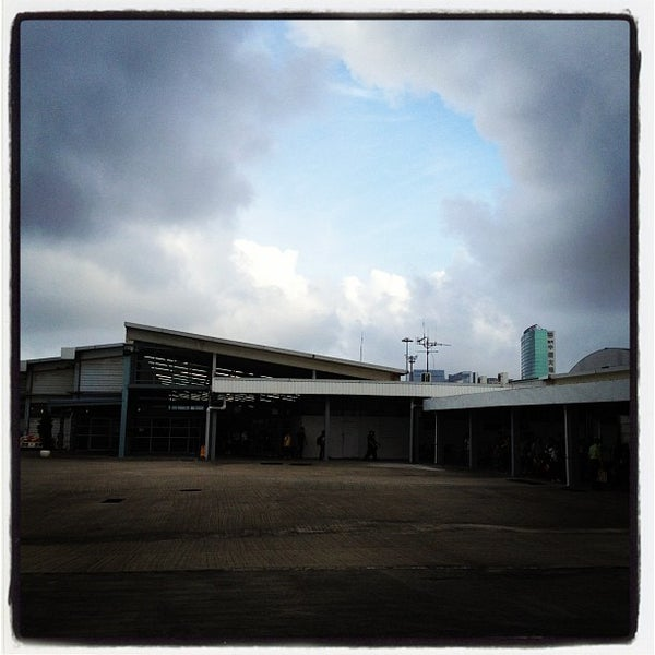 Photo taken at Taipa Ferry Terminal | Terminal Marítimo de Passageiros da Taipa | 氹仔客運碼頭 by AC C. on 6/24/2012