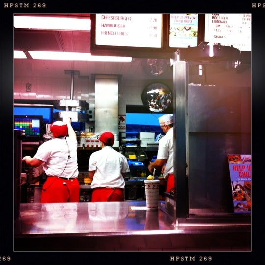 Photo taken at In-N-Out Burger by Shawn S. on 4/22/2012