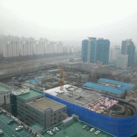 Photo taken at LG전자 가산 R&D 캠퍼스 (LG Electronics Gasan R&D Campus) by Ashton Minsik S. on 2/22/2012