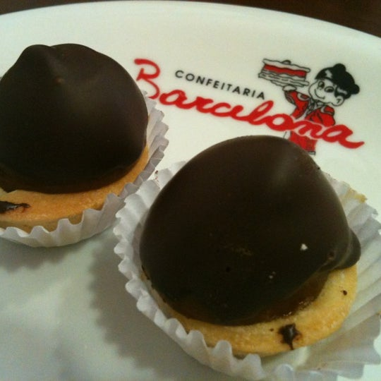 Photo taken at Confeitaria Barcelona by ReRenault .. on 3/17/2012