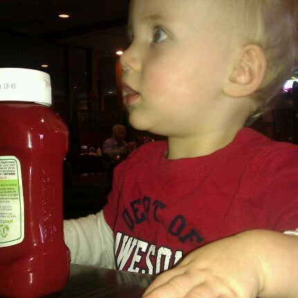 Photo taken at G & D Pizzaria by Rachell O. on 11/4/2011