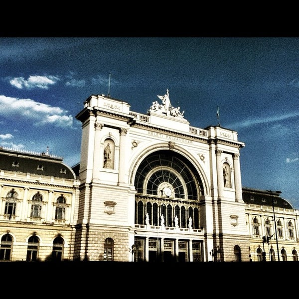 keleti p lyaudvar train station in budapest. Black Bedroom Furniture Sets. Home Design Ideas