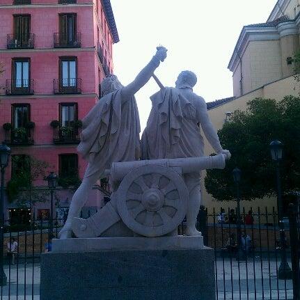 Photo taken at Plaza del Dos de Mayo by @PetteLov w. on 9/9/2012