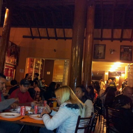 Photo taken at Pizzaria Mirante Moóca by Rafael B. on 4/22/2012