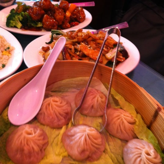 Photo taken at Joe's Ginger 锦江饭店 by Melanie H. on 6/20/2012