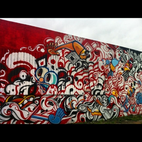 Photo taken at Graffiti Art by Eduardo S. on 4/19/2012