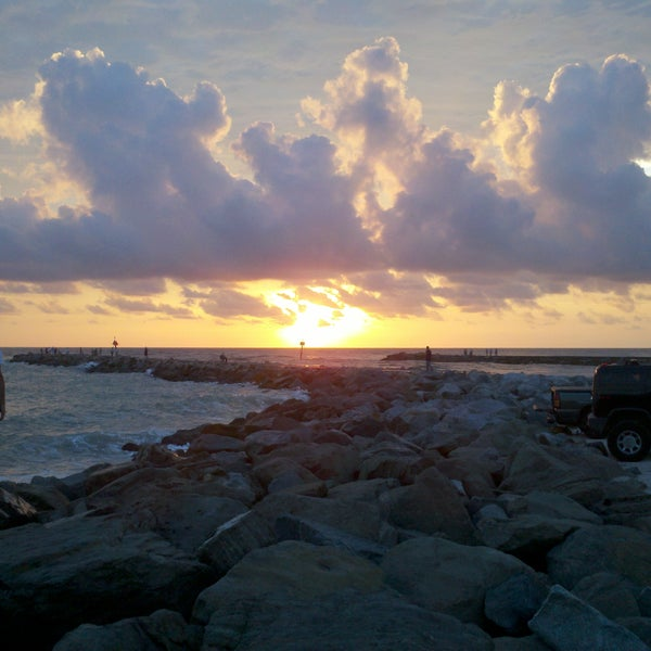 Photo taken at South Jetty / Humphris Park by Austin T. on 8/29/2011