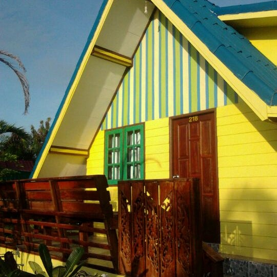 Photo taken at พลอยไพลินการ์เด้น by อรชา น. on 9/28/2011