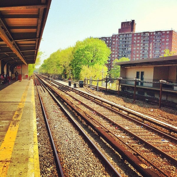 Photo taken at MTA Subway - Baychester Ave (5) by Tucker W. on 4/19/2012