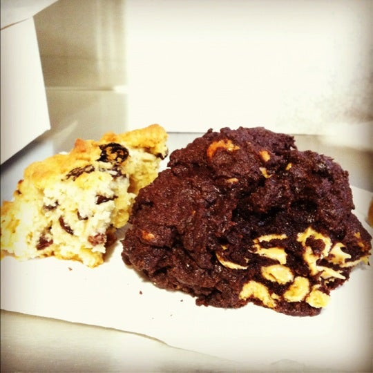 Photo taken at Levain Bakery by elliot on 5/6/2012