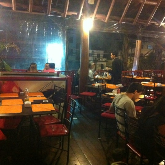 Photo taken at Pizzaria Mirante Moóca by Luis T. on 12/28/2011