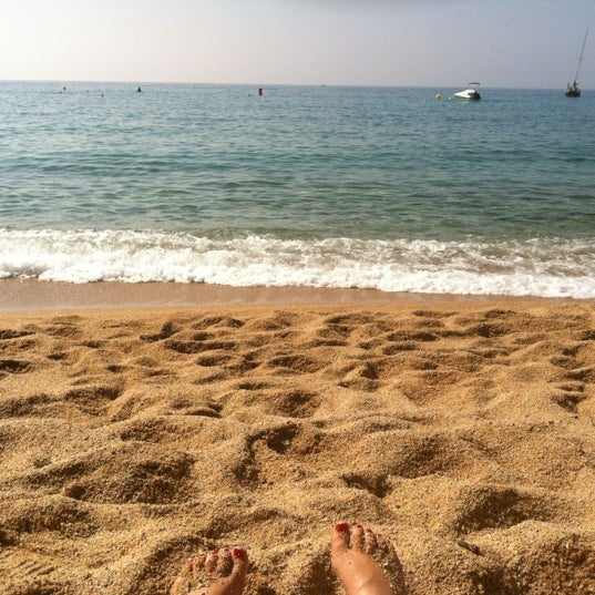 Photo taken at Cala Canyelles by Yleniapr on 9/11/2012