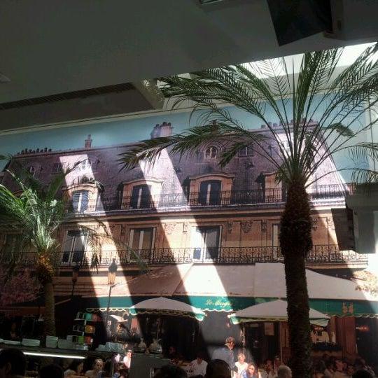 Photo taken at Paris Confeitaria e Café by Angelica M. on 4/7/2012