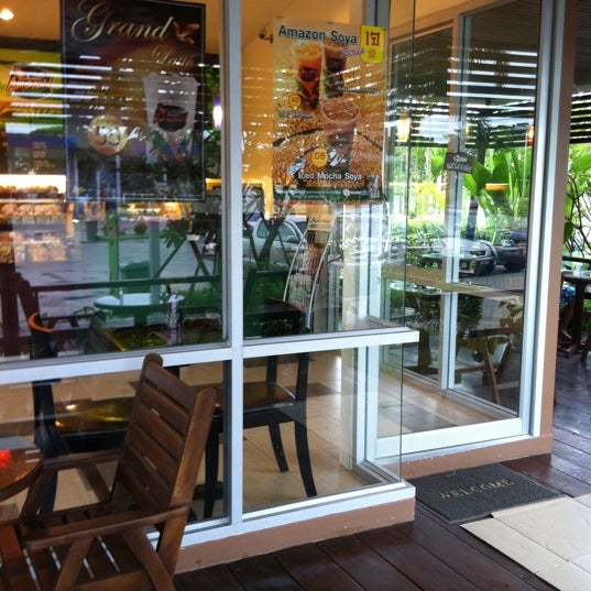 Photo taken at Cafe' Amazon @ PTT Pakthongchai by Nun_nAn on 9/22/2011