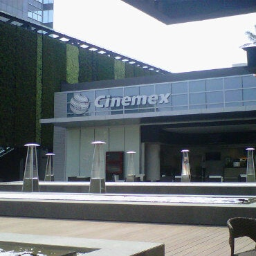 Photo taken at Cinemex by Fernando H. on 5/22/2011