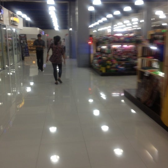 Photo taken at Shopwise by R.C. R. on 3/15/2012