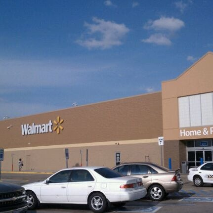 Photo taken at Walmart Supercenter by Trent O. on 3/19/2011