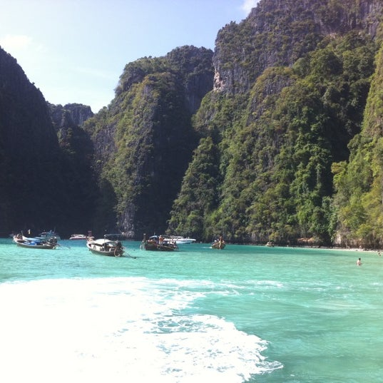Photo taken at เกาะพีพีดอน (Koh Phi Phi Don) by My N. on 2/3/2012