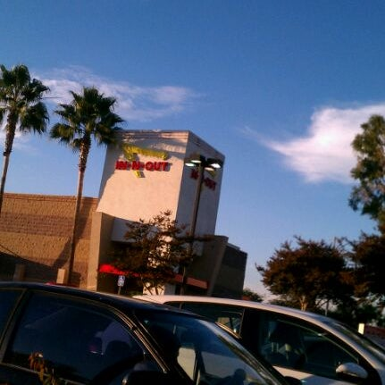 Photo taken at In-N-Out Burger by Mike H. on 10/31/2011