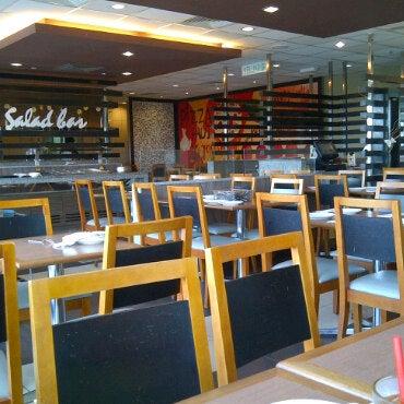 Photo taken at Pizza Hut by Dasuki H. on 5/6/2011