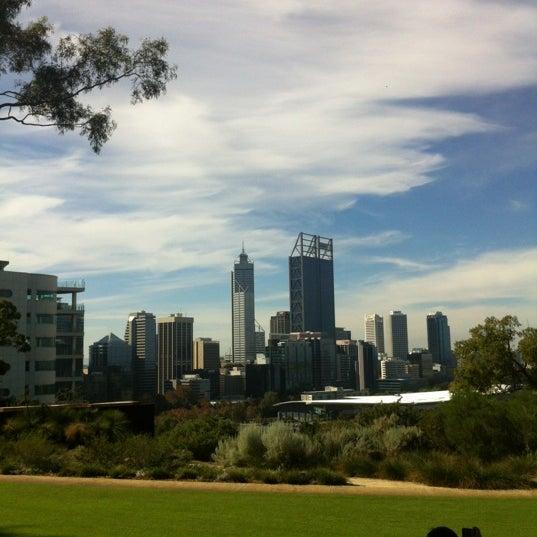 Photo taken at Kings Park and Botanic Garden by Prae's gf on 5/26/2012